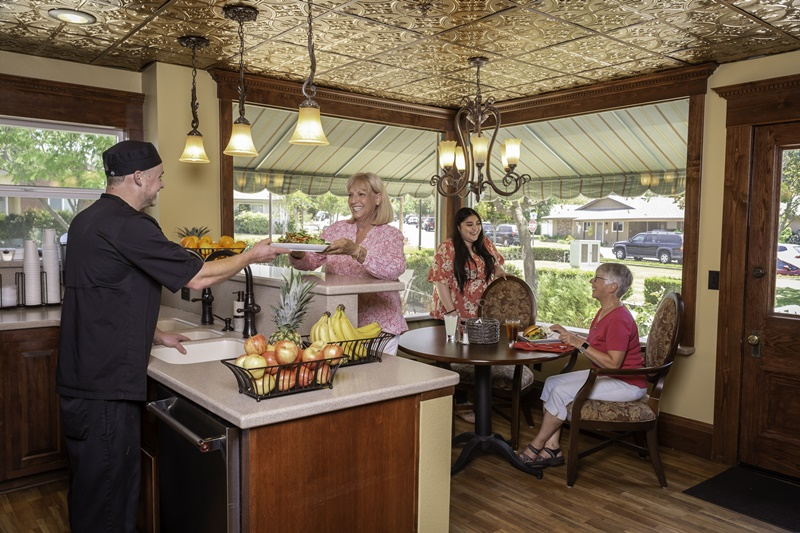 residents enjoy dining in the bistro