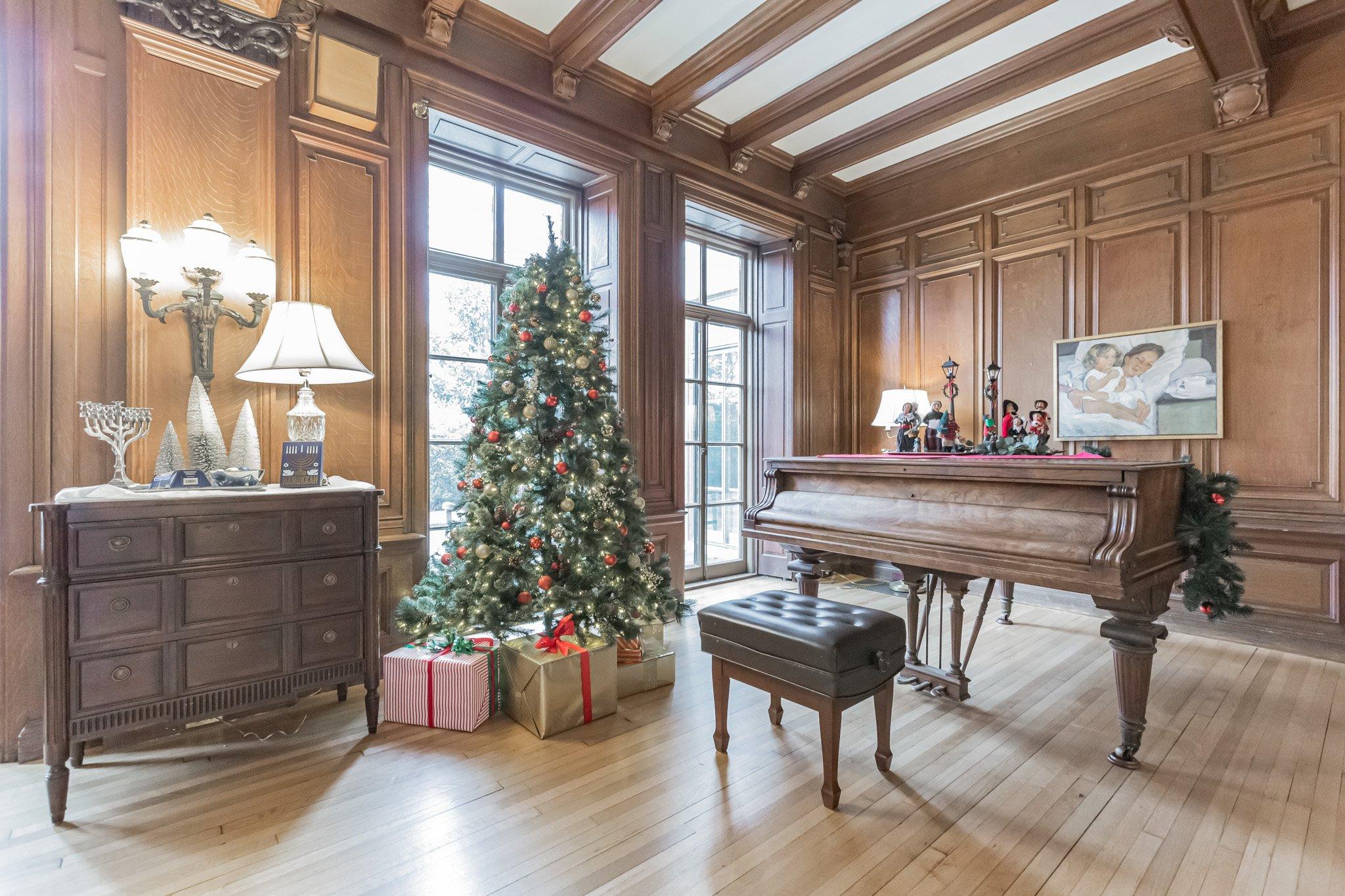 Piano and Christmas tree at The Mansion at Rosemont
