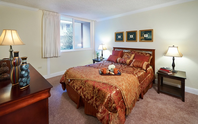 bedroom of residence at grand lake gardens