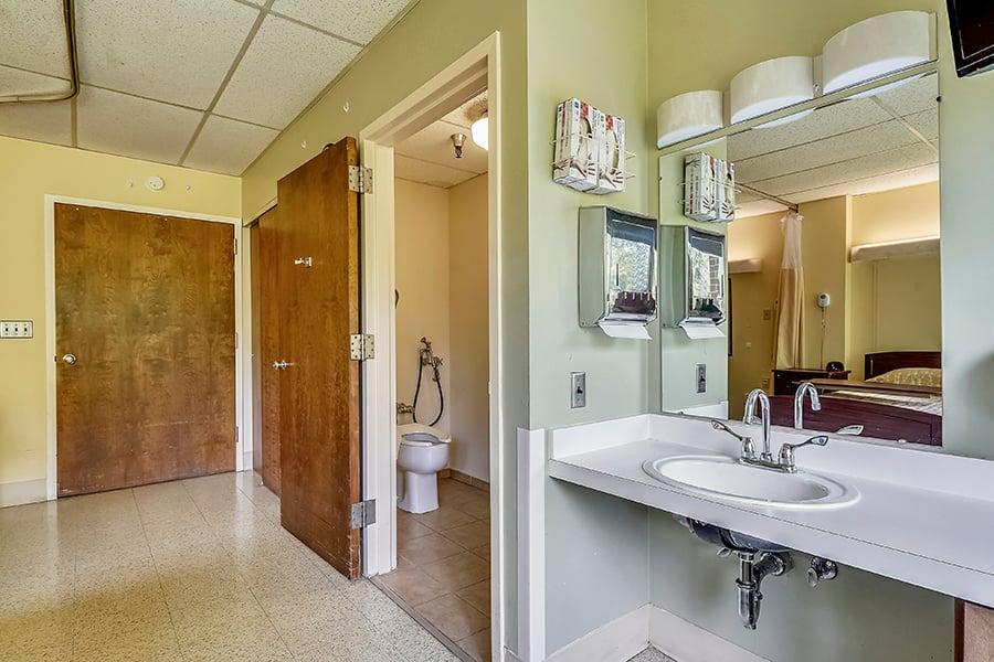 Suite-Bath-SCT0171