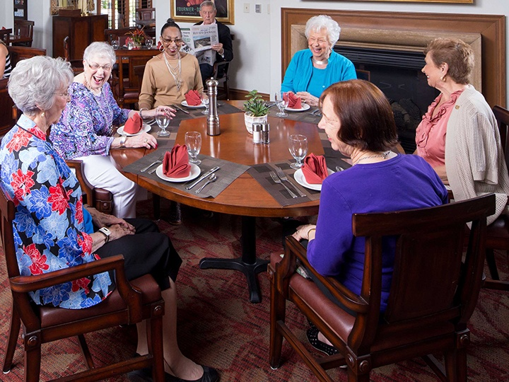 hg_ccrc_lv_lifestyle_dining.jpg