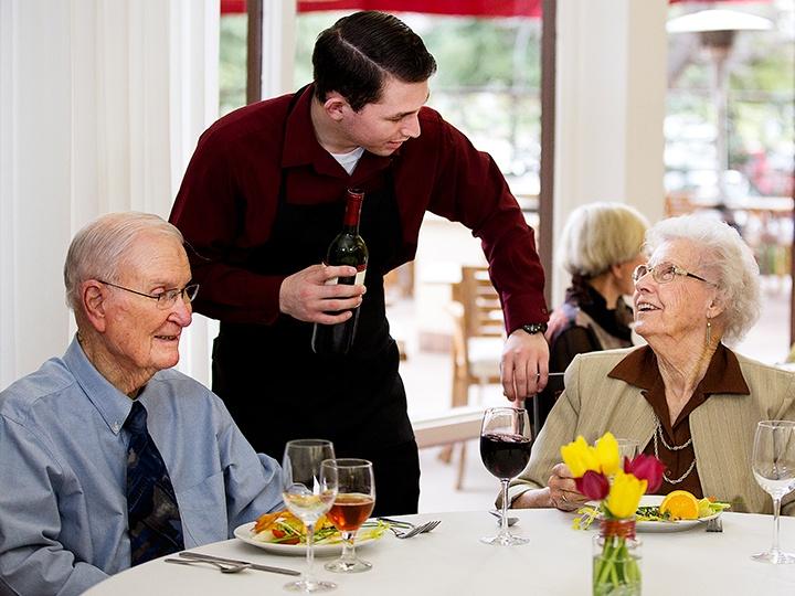 hg_ccrc_rw_lifestyle_dining.jpg
