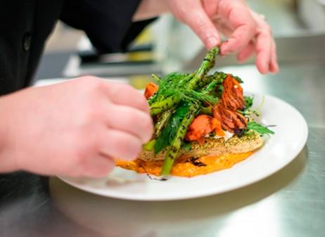 hg_ccrc_ToB_lifestyle_dining_chefpreparedfood.jpg