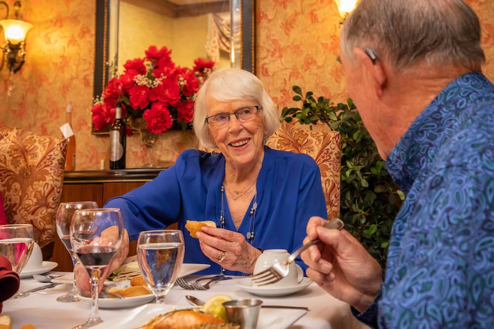 Residents dining at Las Ventanas